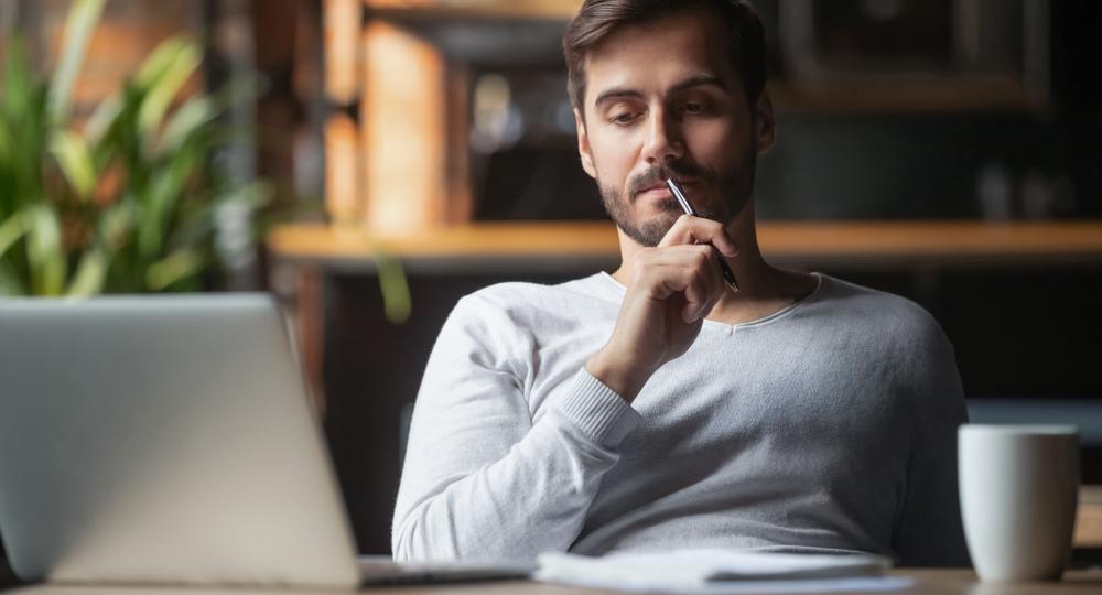 転職するか迷う時には、理由がある場合が多いです。この理由についてしっかり考えたうえで、今後の行動につなげていく必要があるでしょう