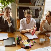 生命保険の外交員・仕事内容や給与などの基本情報を徹底解説