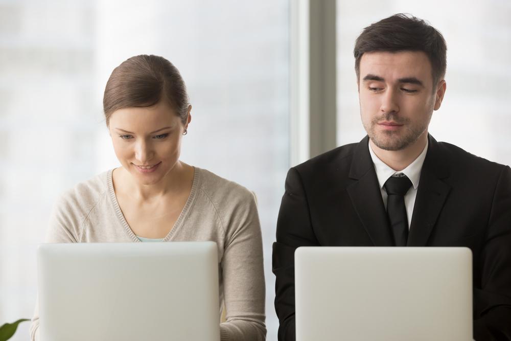 羨ましがられたい心理的特徴と職場で嫉妬する人への対処方法