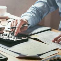 経理職の年収相場・年収アップするための戦略について