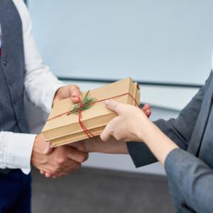 転職した人にプレゼントを贈る場合のオススメアイテムや注意ポイントについて