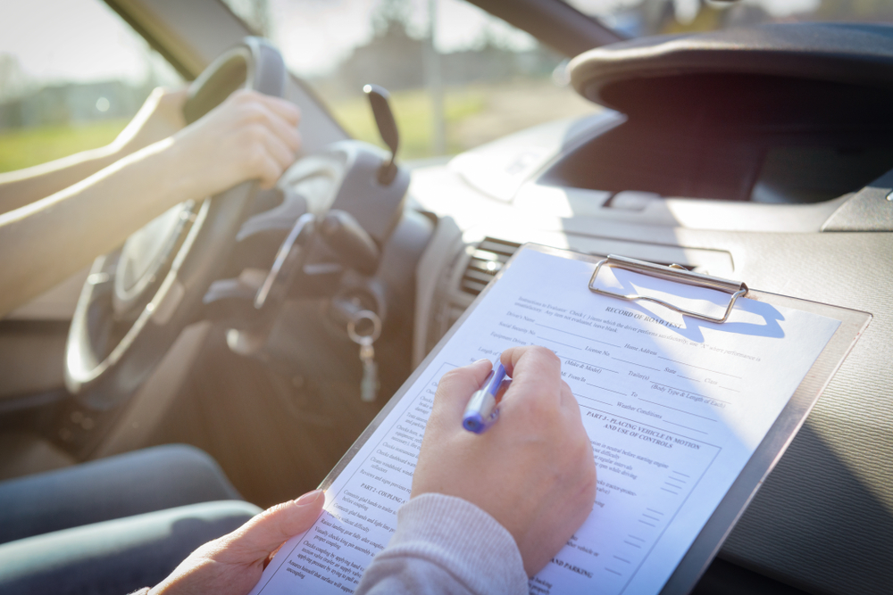 転職する際免許は資格欄に書くべき?履歴書を作成するうえで大事なポイント