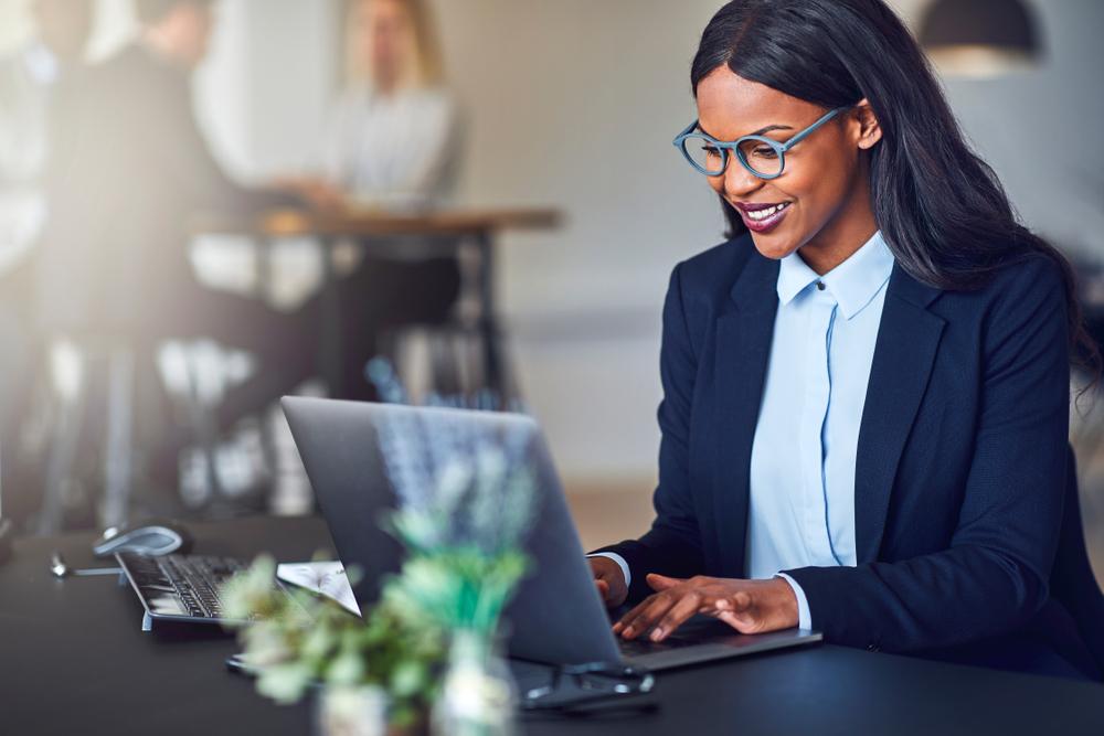 法務の仕事は残業が多い?よくわかる法務の仕事内容や勤務時間などの概要